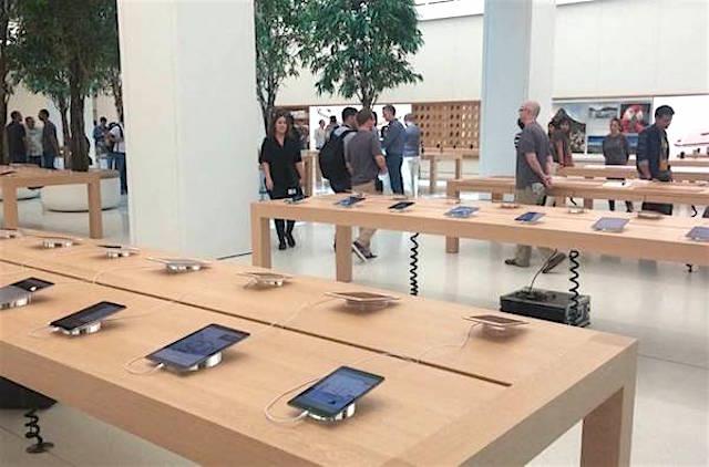 Apple Store в Дубаи