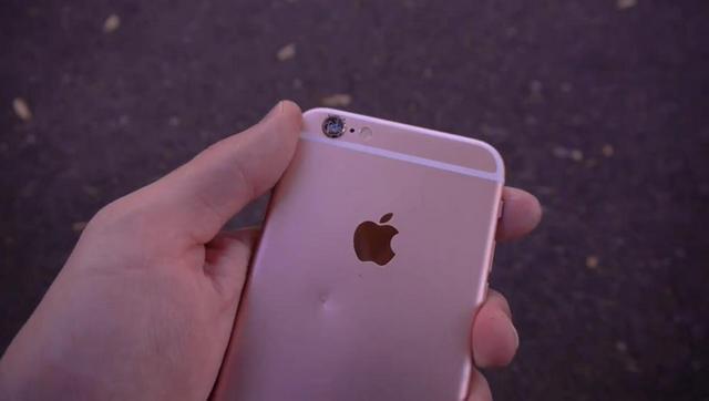iPhone 6s против Ferrari