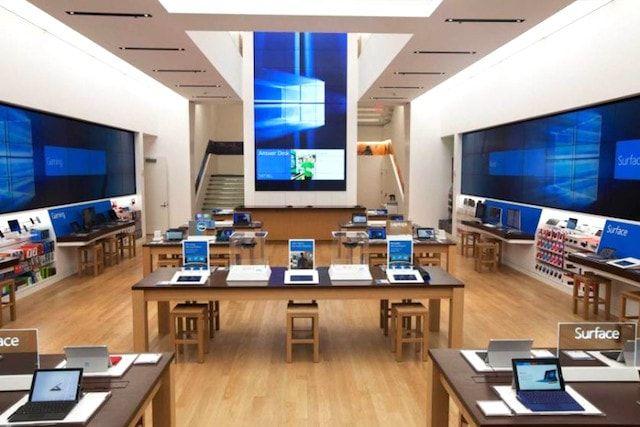 Флагманский магазин Microsoft на 5-ой Авеню в Нью-Йорке