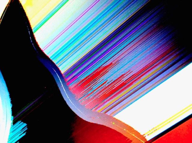 картины, созданные на сломанных дисплеях MacBook
