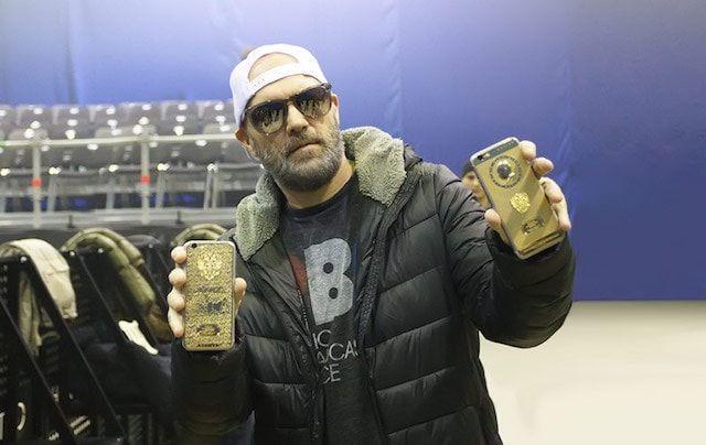 Вокалист группы Limp Bizkit приобрёл iPhone 6s с портретом Путина