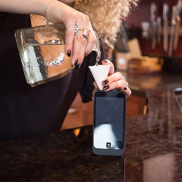 iFlask - фляга для спиртного, замаскированная под iPhone