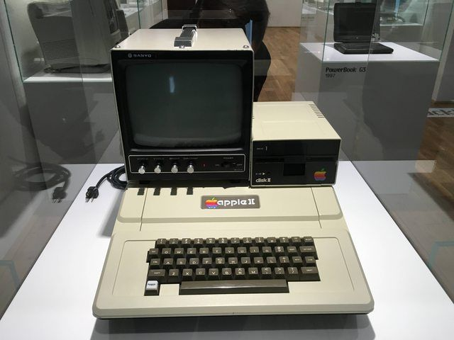 Apple old computer