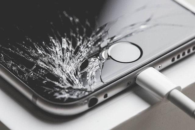iPhone 6s с разбитым экраном