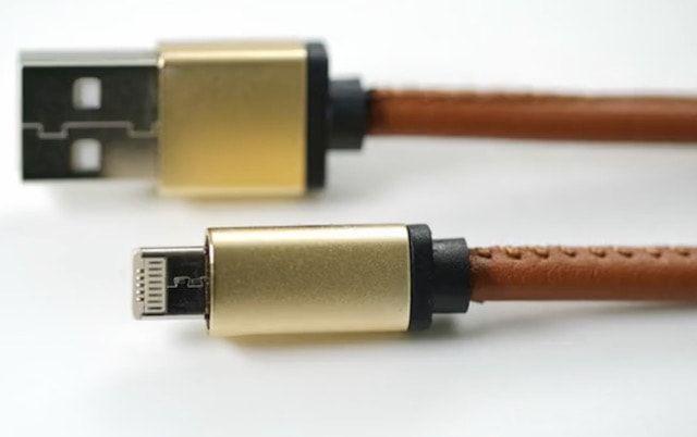 LMcable – кабель «2-в-1» для зарядки устройств на iOS и Android