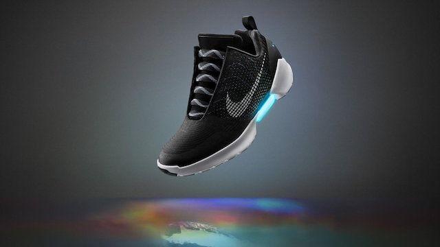 Nike HyperAdapt - кроссовки, которые зашнуровываются сами, как в фильме «Назад в будущее»