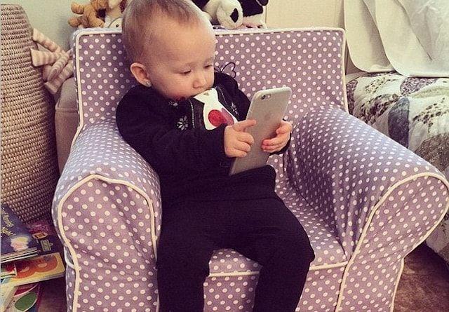 ребенок и iPhone 6 Plus