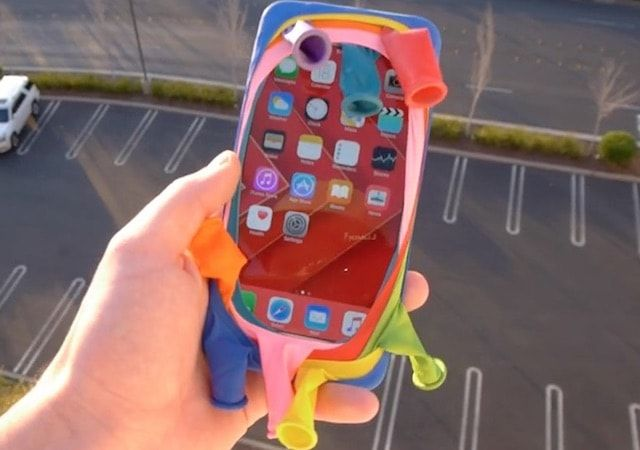 Чехол из 8 надувных шаров не спас iPhone 6s