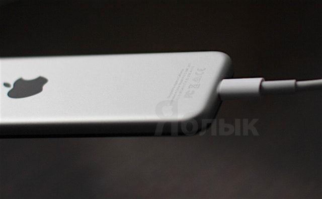 Как зарядить пульт управления для Apple TV 4?