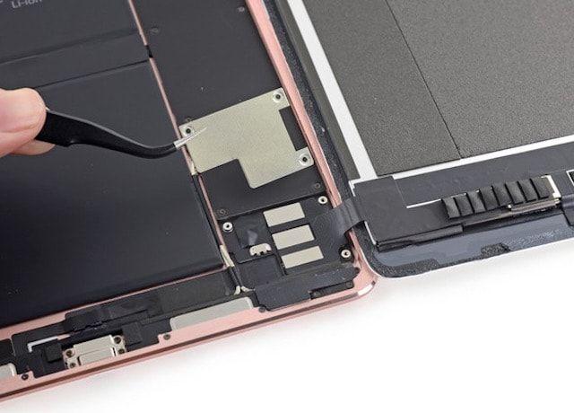 iFixit: ремонт 9,7-дюймового iPad Pro