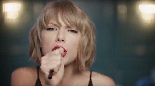 Тейлор Свифт спела в кисточку для макияжа в новой рекламе Apple Music