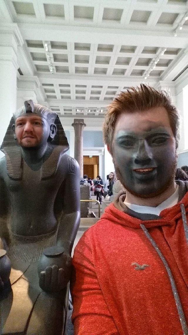 Замена лиц в музее с помощью программы для iPhone