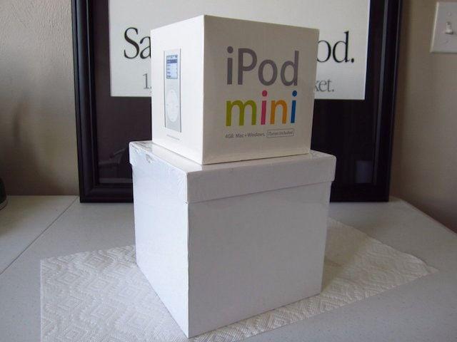 iPod 2-го поколения в белом корпусе на 20 ГБ