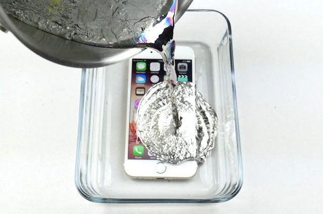 iPhone 6s против расплавленного металла - видео от TechRax