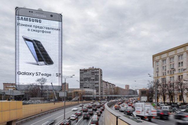 Рекламный Samsung Galaxy S7 высотой 80 метров установлен в Москве
