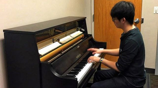 Пианист обыграл на фортепиано рингтоны смартфонов Apple, Samsung и Sony