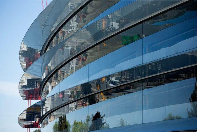 На Apple Campus 2 устанавливают 10-метровые стеклянные секции