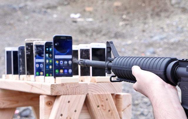 Сколько iPhone 6s и сколько Galaxy S7 способны остановить пулю
