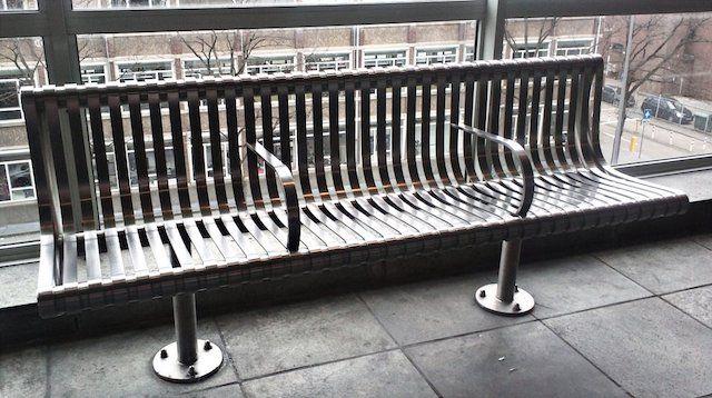 Скамейки с подлокотниками