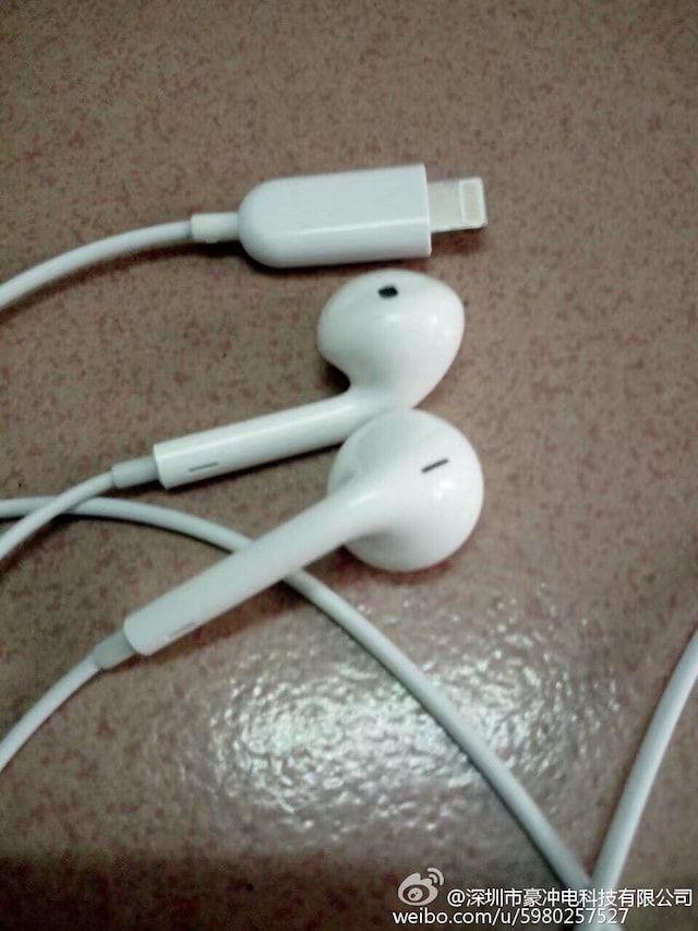 Наушники EarPods из комплекта iPhone 7 с Lightning коннектором
