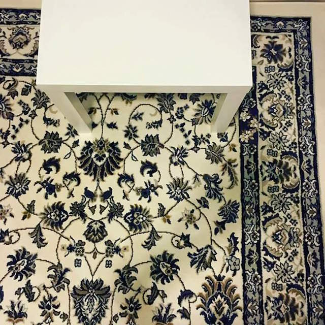 Загадка дня - найдите iPhone на ковре