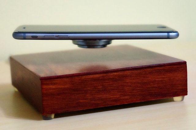 OvRcharge - беспроводная зарядка с возможностью держать iPhone в воздухе