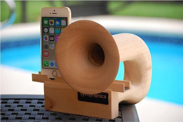 Symphonica - миниатюрный деревянный усилитель звука для iPhone