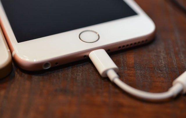 Фото и видео переходника с Lightning на 3,5 мм для iPhone 7