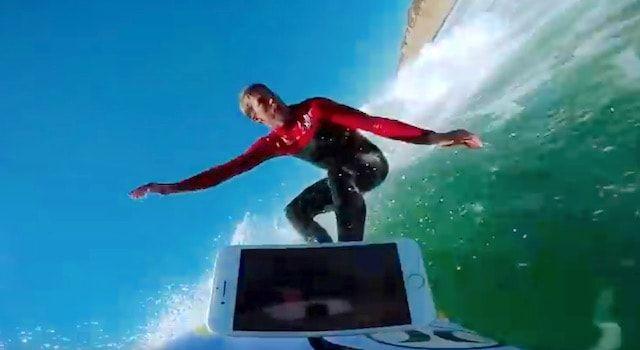 iPhone 7 / 7 Plus, iPhone 6s / 6s Plus прокатили на доске для серфинга. Кто выжил? (видео)