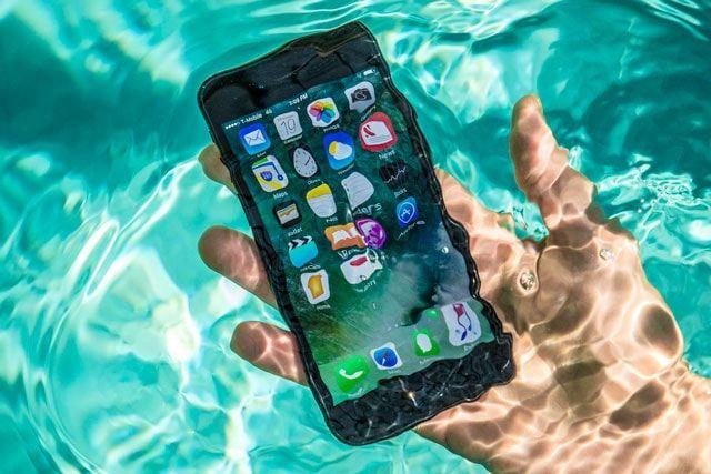 Водостойкость смартфона: как эту задачу решают в Apple, Samsung и Sony