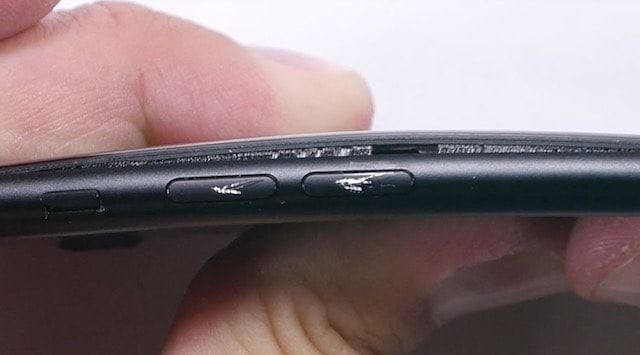 Насколько просто поцарапать и согнуть iPhone 7?