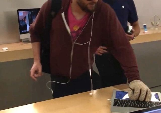 клиент разбил стальным шаром множество iPhone и Mac во французском Apple Store (видео)