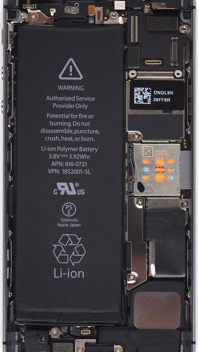 Обои с внутренностями iPhone 5s
