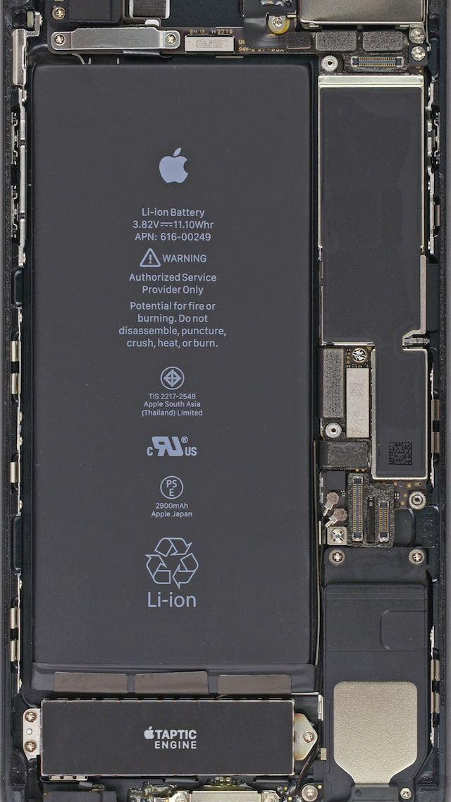 Обои с внутренностями iPhone 7