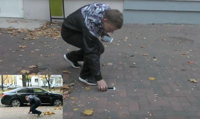 В Минске iPhone 6s Plus прибили к тротуару и понаблюдали за реакцией прохожих (видео)