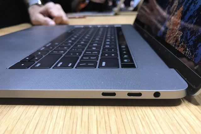 Набор необходимых переходников для нового MacBook Pro оказался дороже $250
