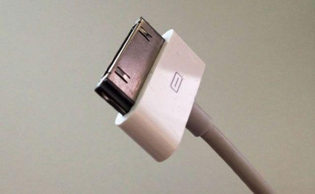 История о том, как компания Apple избавляется от привычных разъемов в своих устройствах