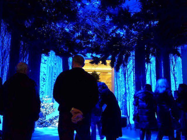 Оформление рождественской елки от Джони Айва из Apple