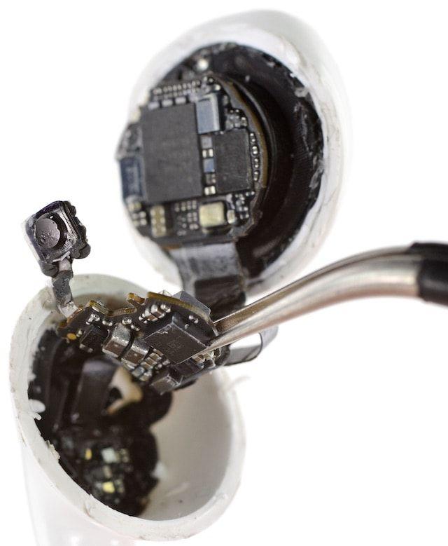 Как отремонтировать сломанные наушники AirPods