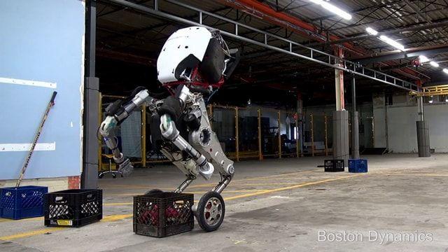 Робот Boston Dynamics выполняет акробатические трюки в новом видео