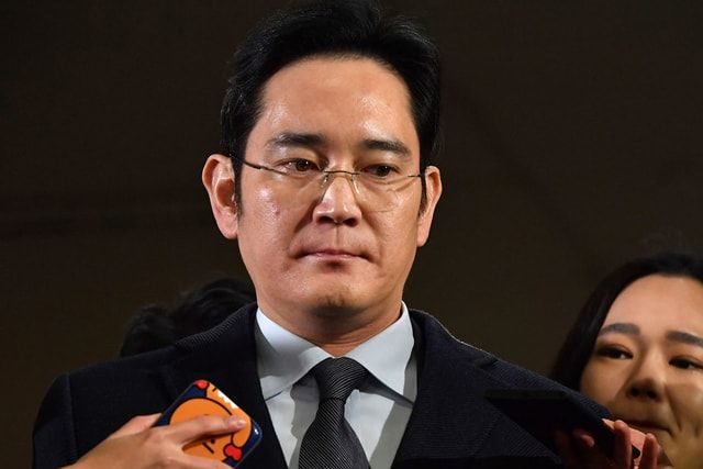 Руководитель Samsung арестован за взятки