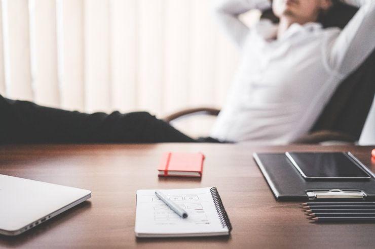 Зарядка в офисе: комплекс упражнений для всех частей тела