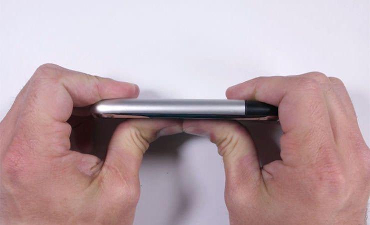 iPhone 2g в тесте на изгиб