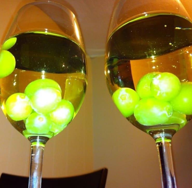 Охлаждение напитков при помощи замороженного винограда