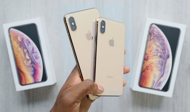iPhone XS box