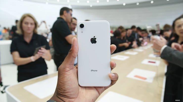 Белый iPhone XR