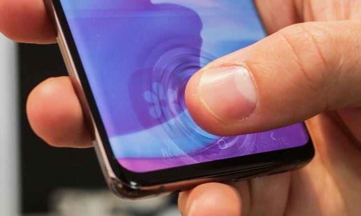 Работает ли сканер отпечатков пальцев в дисплее Samsung Galaxy S10 и S10+ при наклеенной на экран пленке или стекле?