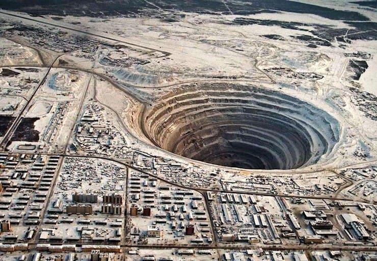 Кимберлитовая трубка «Мир» (525 метров)