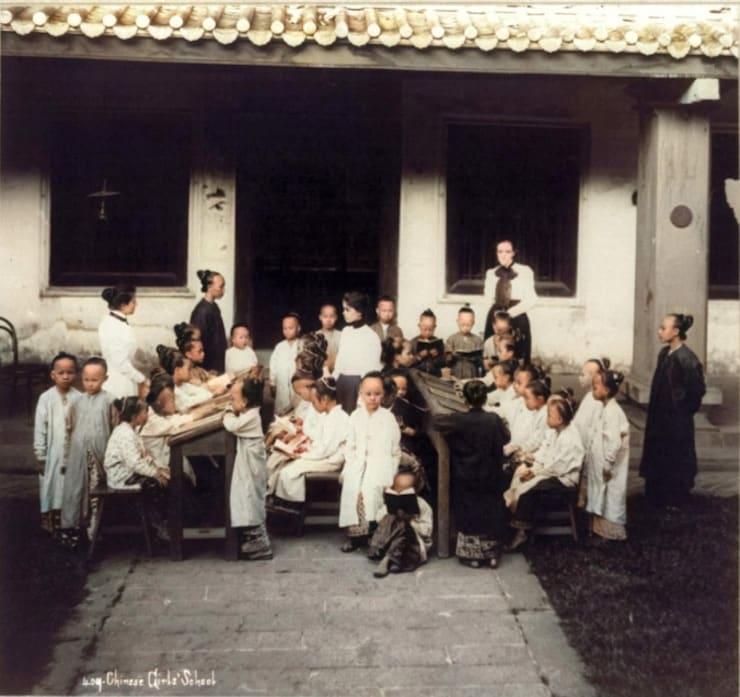 Как сделать черно-белое фото цветнымна онлайн-сервисе Сolourise