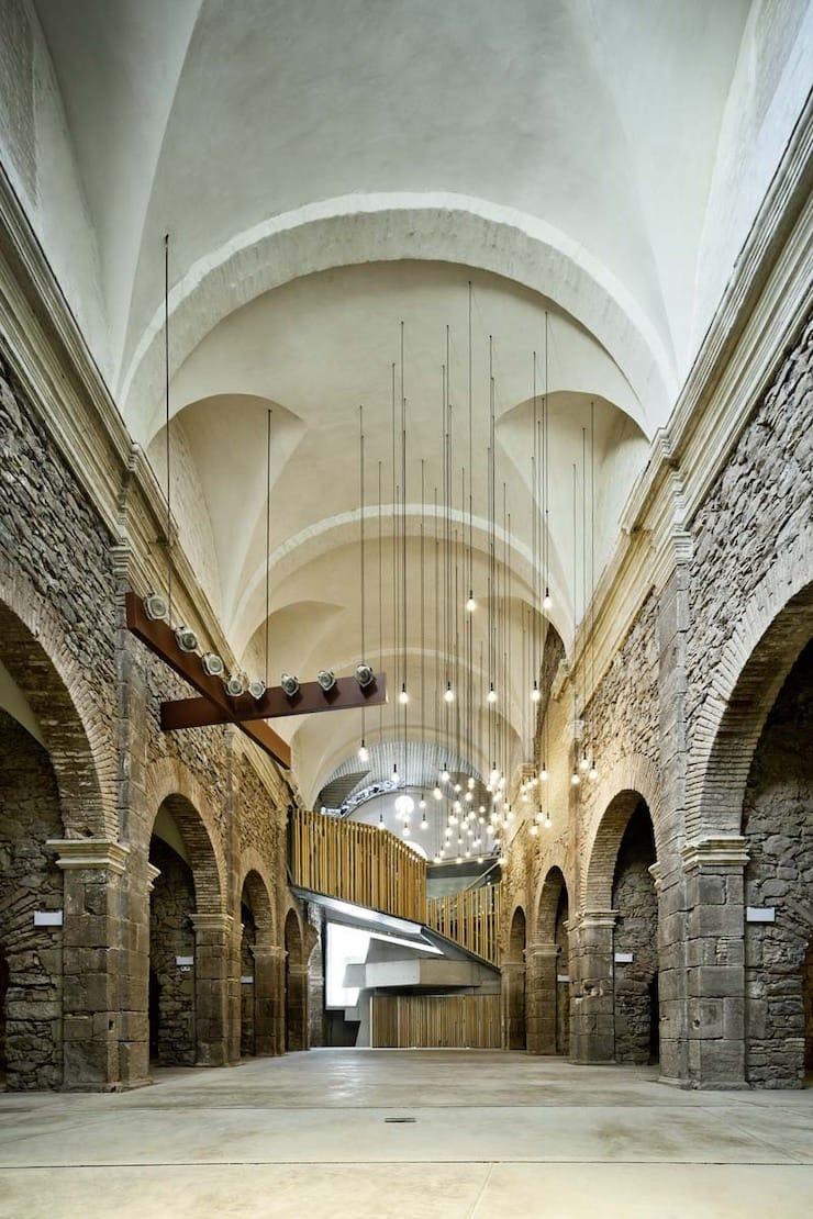 Базилика стала культурным центром, Испания, Санпедор
